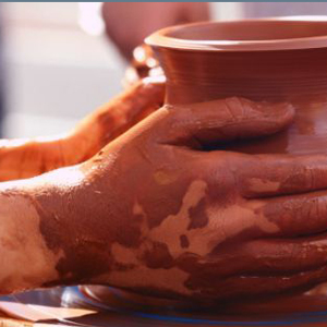 9384-clay-pottery-hands_edi
