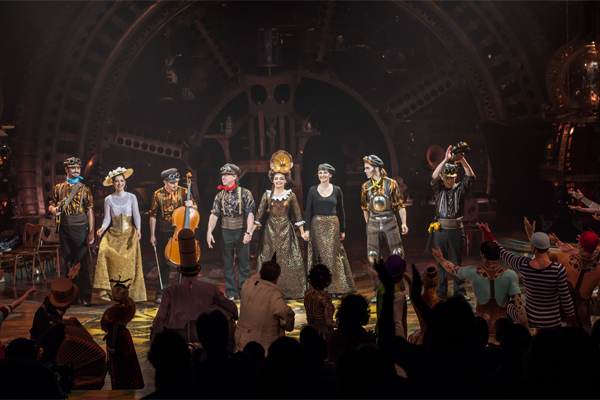 Martin Girard / shootstudio.ca Costumes: Philippe Guillotel  ©2014 Cirque du Soleil